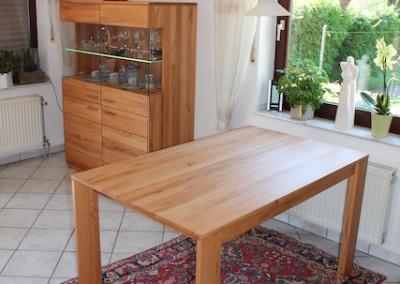 Massiver Holztisch aus Kernbuche