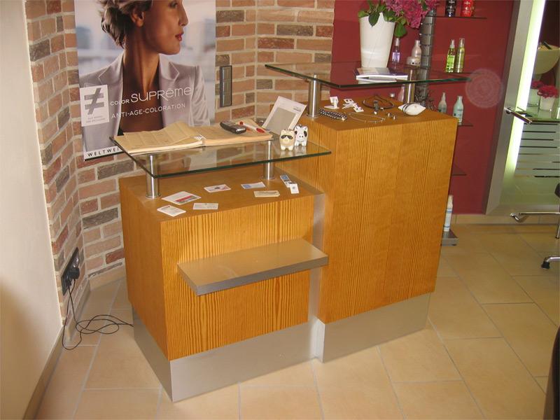 Moderne Theke für den Salon