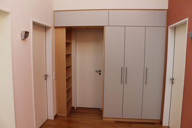 Kleiderschrank – Bücherregal kombination