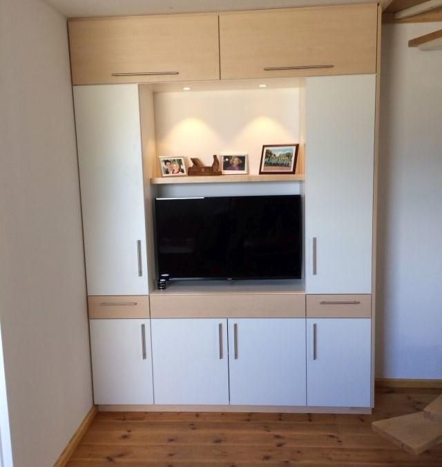 Wohnzimmerschrank mit viel Platz