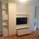 Wohnzimmerschrank mit geöffneter Schublade