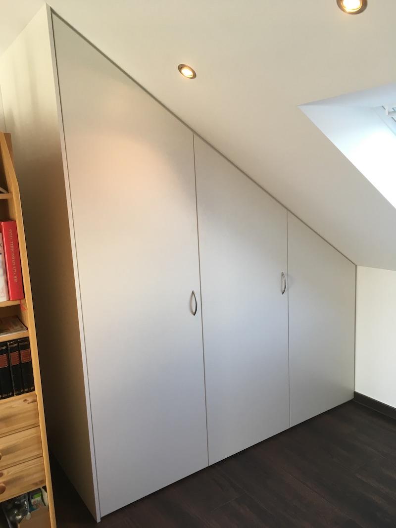 Dachschrägen- und Drempelschrank   tischlerei-richardt.de