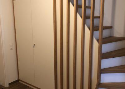 Treppenanlage mit integriertem Stauraumschrank